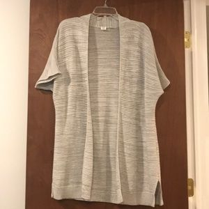 GAP grey shirt sleeve sweater